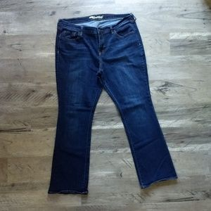 Women's Old Navy bootcut jeans, sweetheart style.